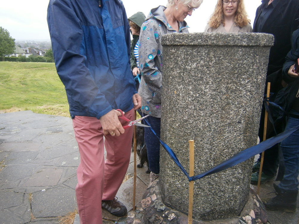 Opening the viewpoint plaque on Pollards Hill (8).JPG