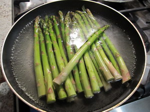 BLANCHE ASPARAGUS FOR 2 MIN