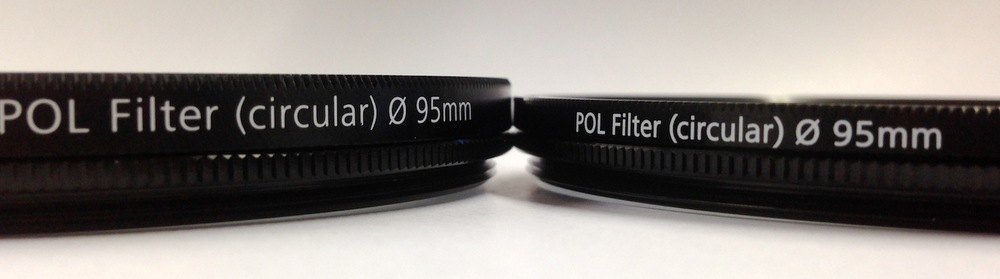 Betrachtet man beide Filter aus einem flacheren Winkel, wird deutlich, dass der Fassung des neuen Filters ein paar Millimeter fehlen.