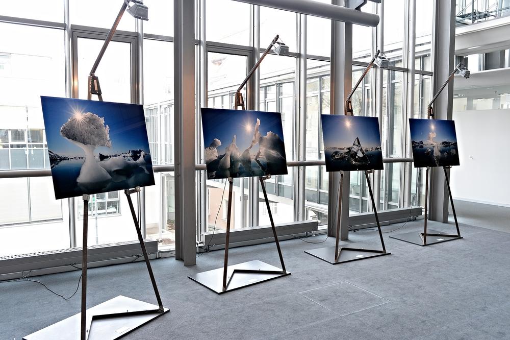 Vier UltraSec® M Prints auf ihren Staffeleien