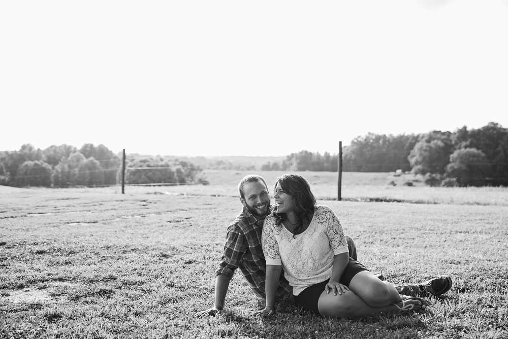rustic_vintage_barn_engagement_session_north_carolina_lynchburg_va009.jpg