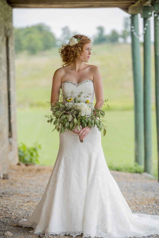rustic_chic_farm_field__barn_wedding_lynchburg_va005.jpg