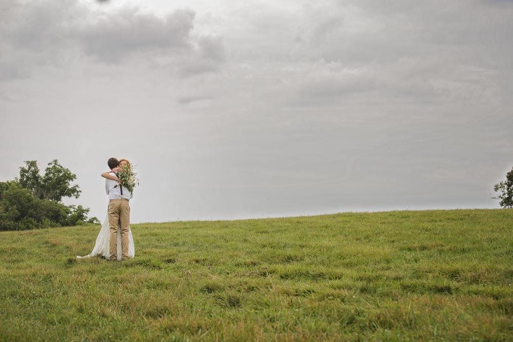 rustic_chic_farm_field__barn_wedding_lynchburg_va026.jpg