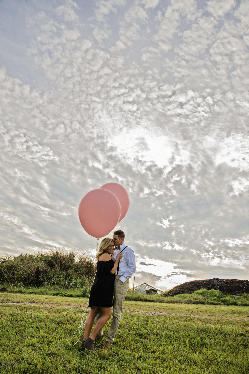 balloons_greenhouse_farm_engagement_session_lynchburg_va004.jpg