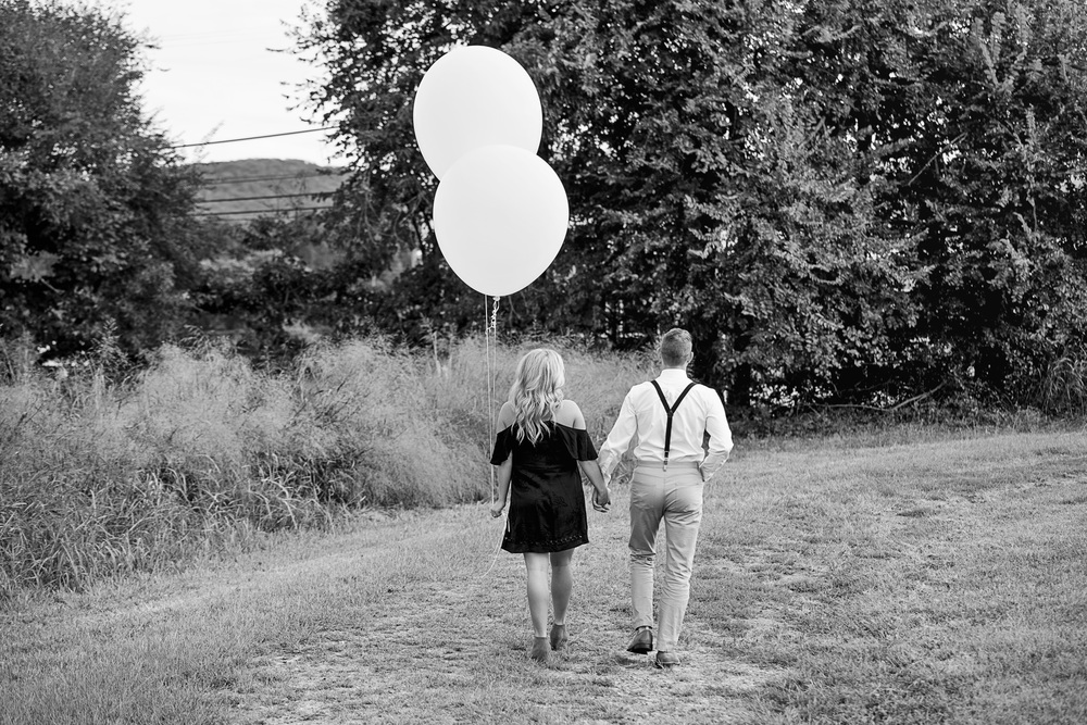 balloons_greenhouse_farm_engagement_session_lynchburg_va005.jpg
