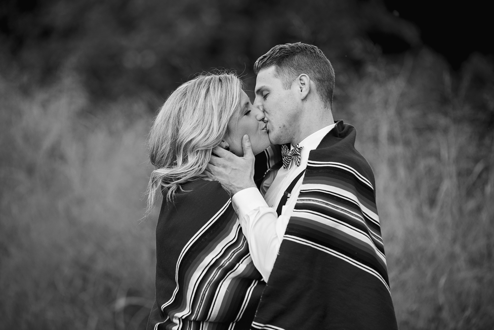 balloons_greenhouse_farm_engagement_session_lynchburg_va007.jpg
