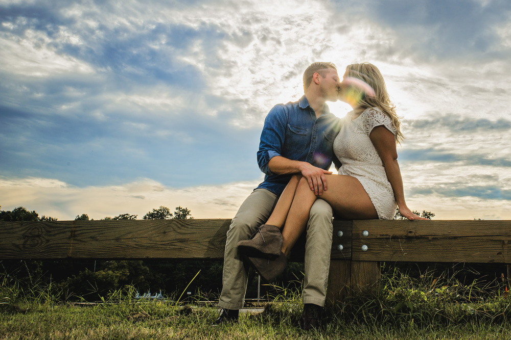 balloons_greenhouse_farm_engagement_session_lynchburg_va013.jpg