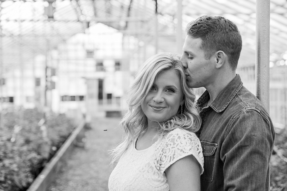 balloons_greenhouse_farm_engagement_session_lynchburg_va014.jpg