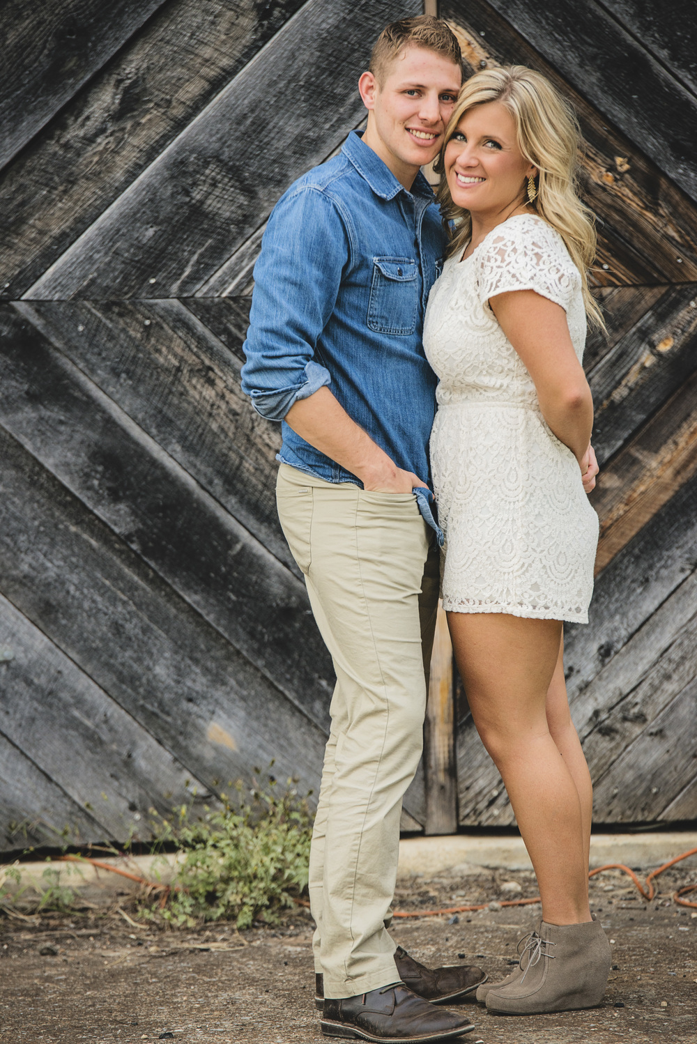 balloons_greenhouse_farm_engagement_session_lynchburg_va020.jpg