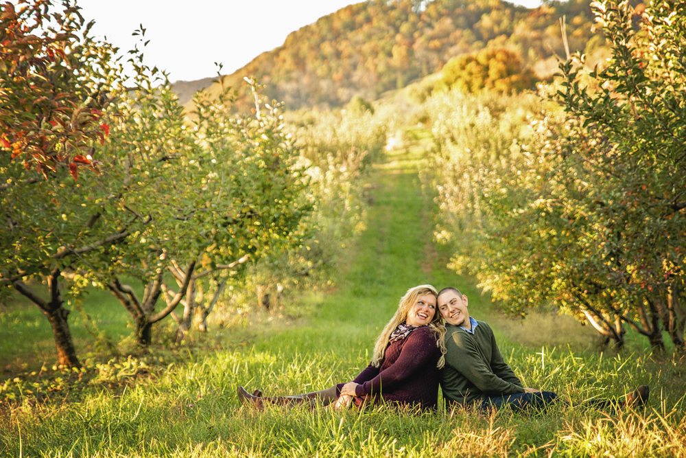 fall_romantic_orchard_engagement_session_lynchburg_va008.jpg