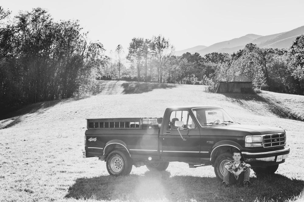senior_session_truck_country_lynchburg_va_photographers006.jpg