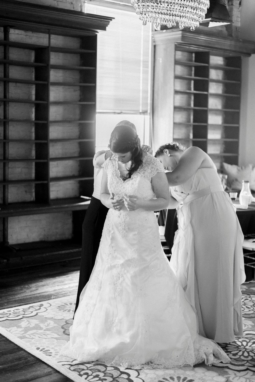 Trescaon8th_DowntownLynchburg_Virginiaweddingphotographer 7.jpg