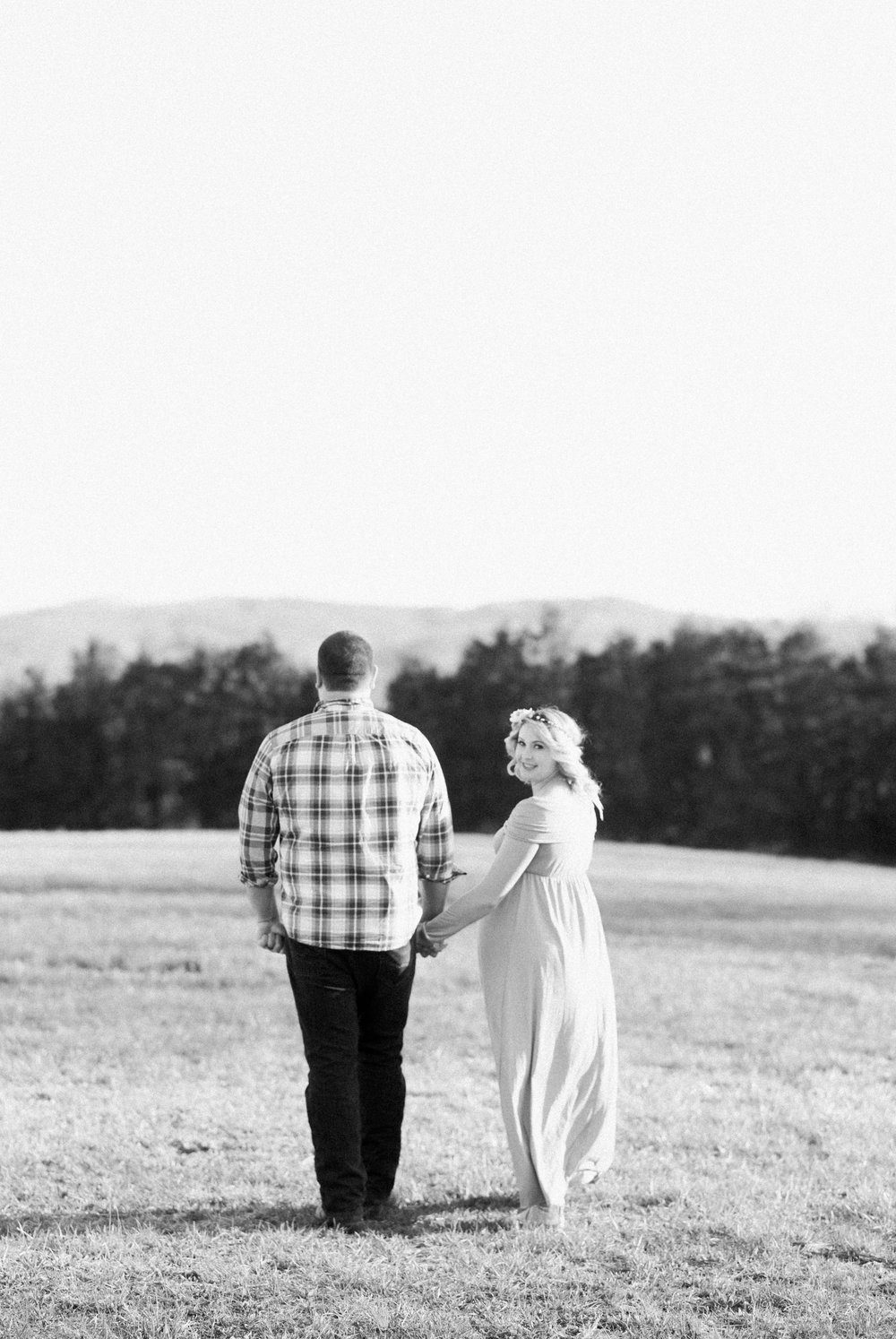 SorellaFarms_Jessica+Dylan_MaternitySession_Virginiaweddingphotographer 24.jpg