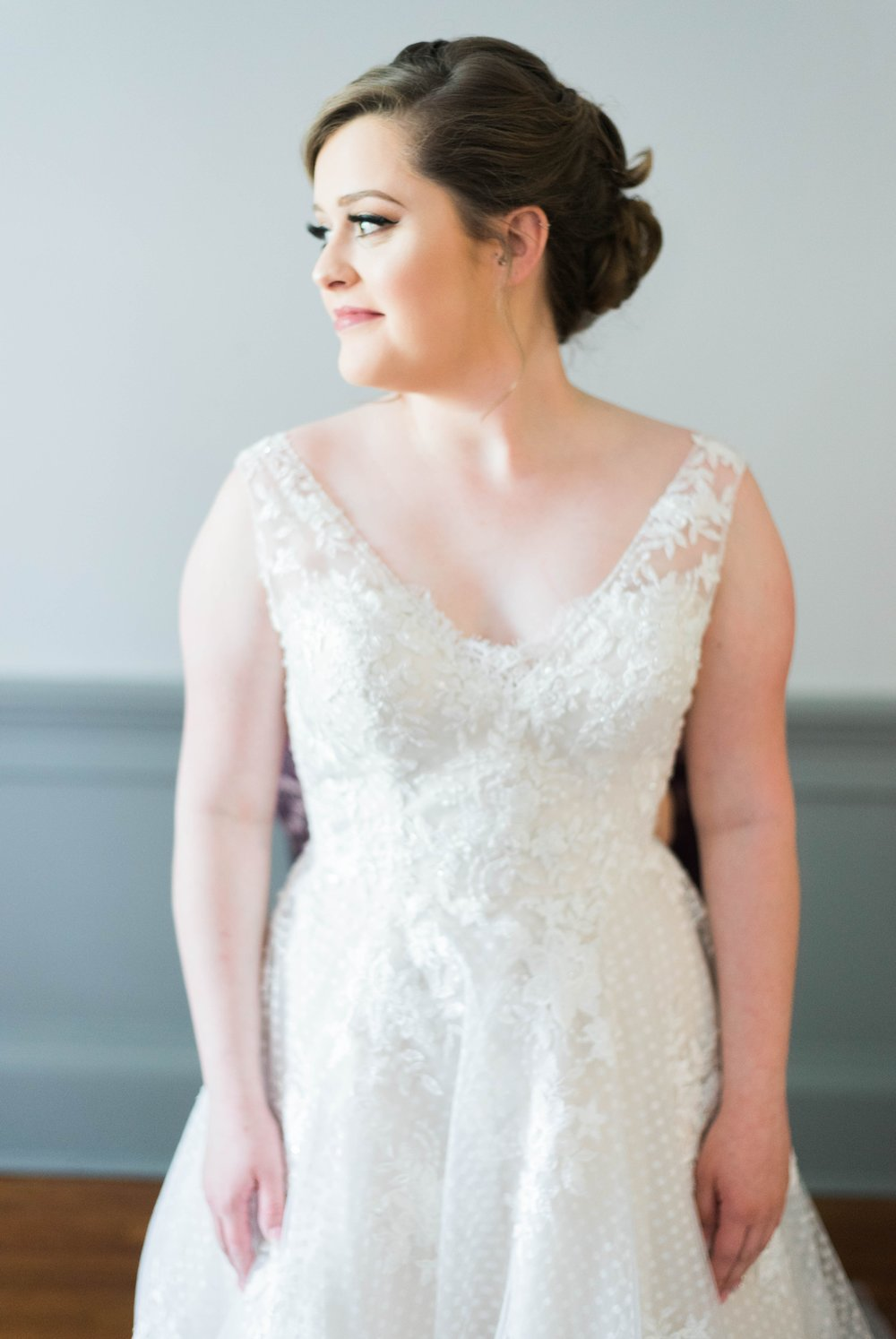 Jillian+Abi_OakridgeEstate_Wedding_VirginiaWeddingPhotographer_SpringWedding 12.jpg