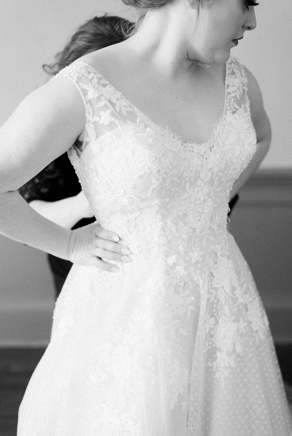 Jillian+Abi_OakridgeEstate_Wedding_VirginiaWeddingPhotographer_SpringWedding 13.jpg