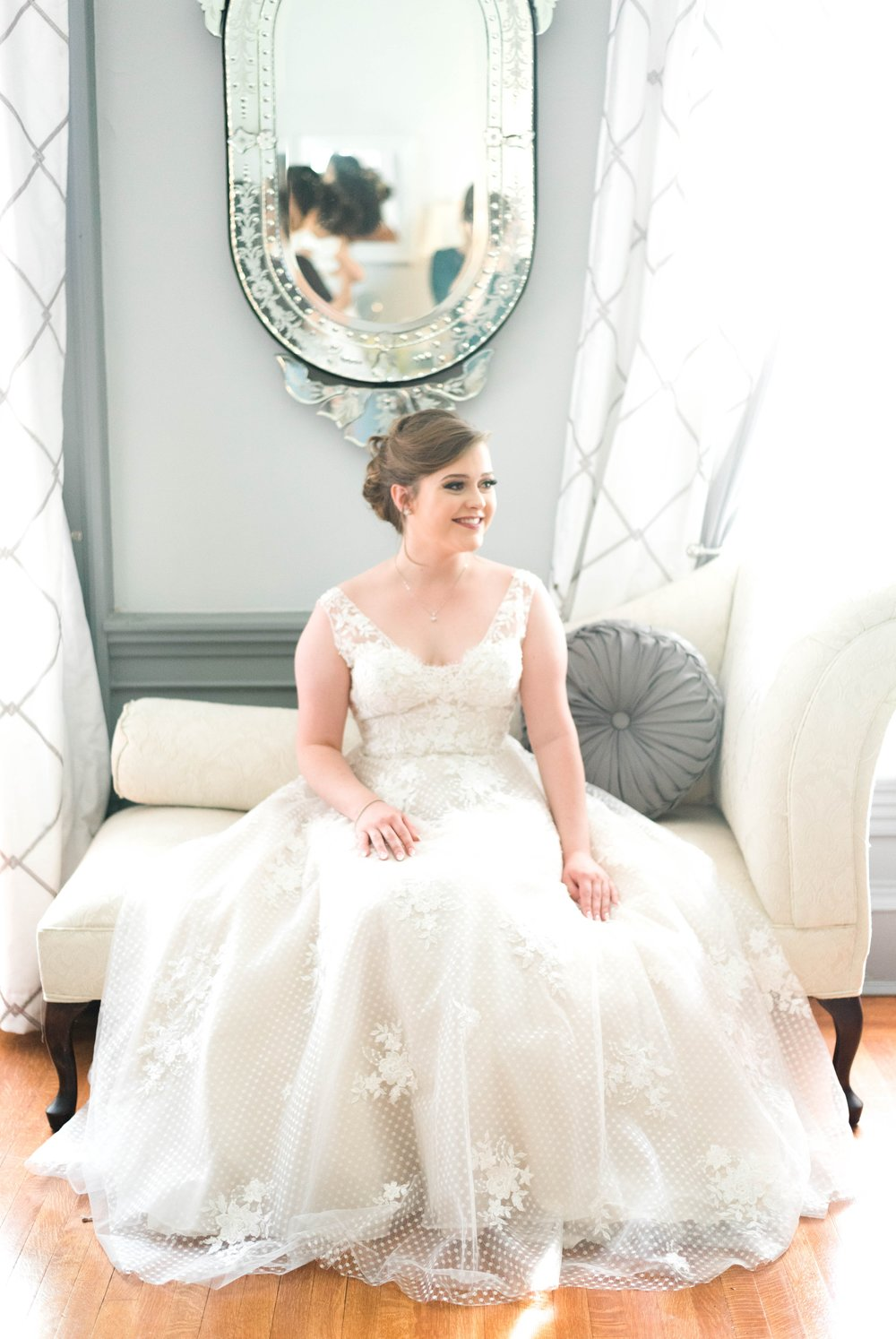 Jillian+Abi_OakridgeEstate_Wedding_VirginiaWeddingPhotographer_SpringWedding 15.jpg