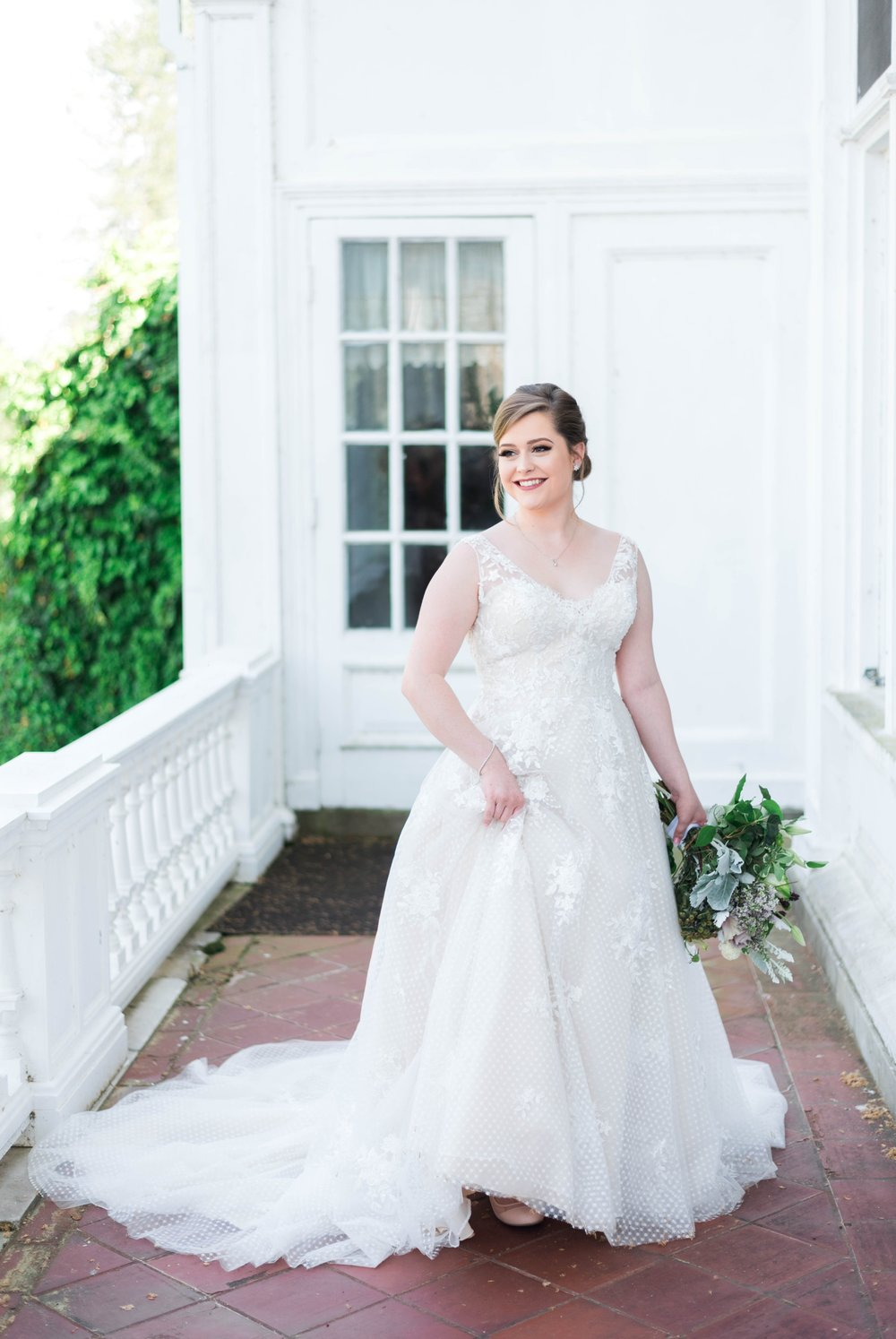 Jillian+Abi_OakridgeEstate_Wedding_VirginiaWeddingPhotographer_SpringWedding 28.jpg