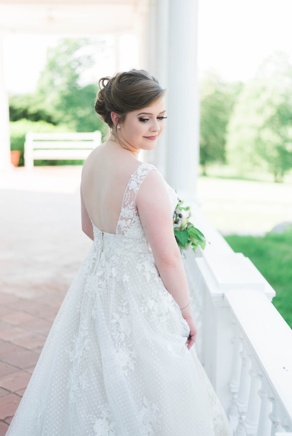Jillian+Abi_OakridgeEstate_Wedding_VirginiaWeddingPhotographer_SpringWedding 37.jpg