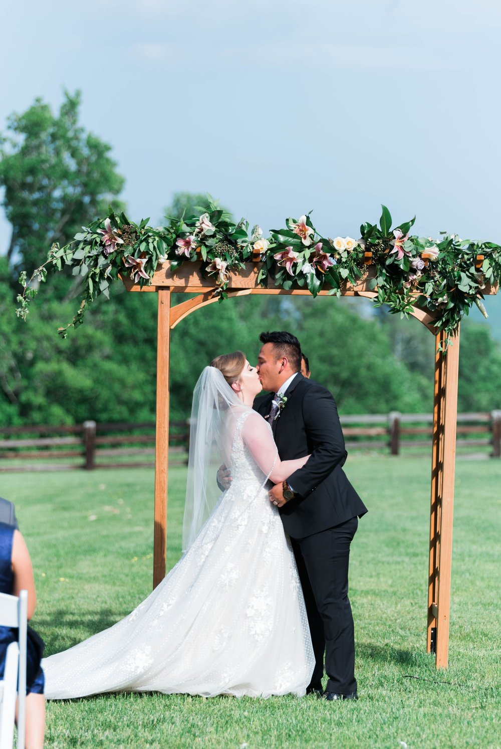 Jillian+Abi_OakridgeEstate_Wedding_VirginiaWeddingPhotographer_SpringWedding 9.jpg