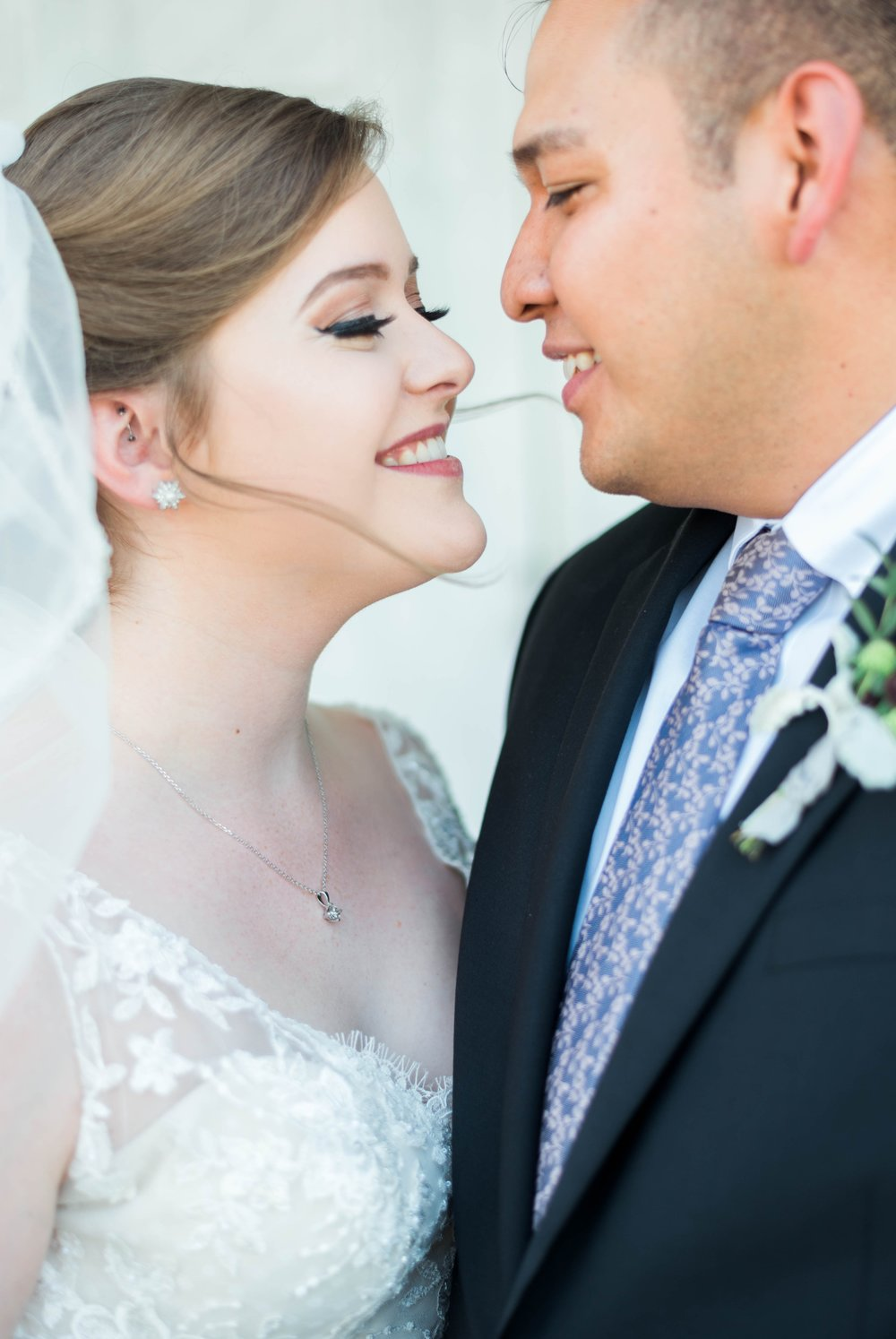 Jillian+Abi_OakridgeEstate_Wedding_VirginiaWeddingPhotographer_SpringWedding 17.jpg
