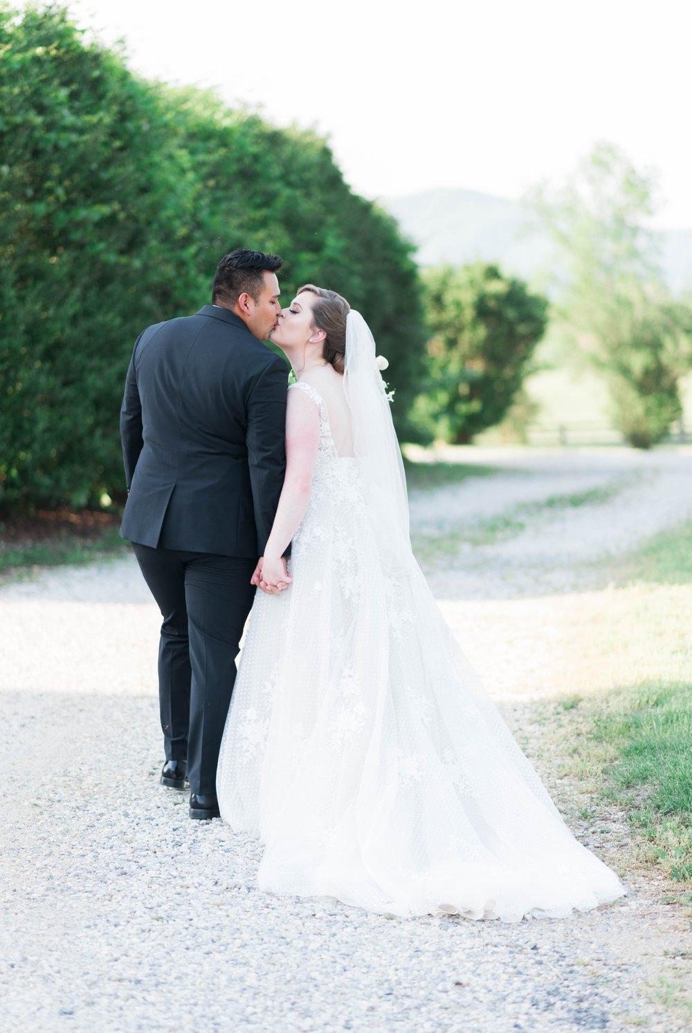 Jillian+Abi_OakridgeEstate_Wedding_VirginiaWeddingPhotographer_SpringWedding 19.jpg