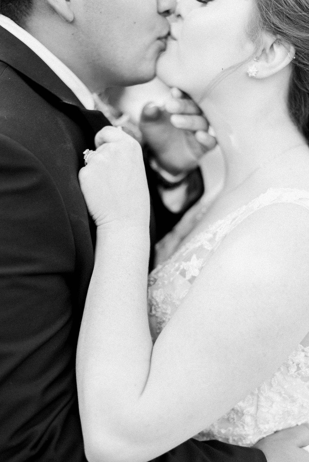 Jillian+Abi_OakridgeEstate_Wedding_VirginiaWeddingPhotographer_SpringWedding 24.jpg