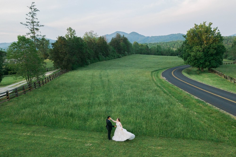 Jillian+Abi_OakridgeEstate_Wedding_VirginiaWeddingPhotographer_SpringWedding 6.jpg