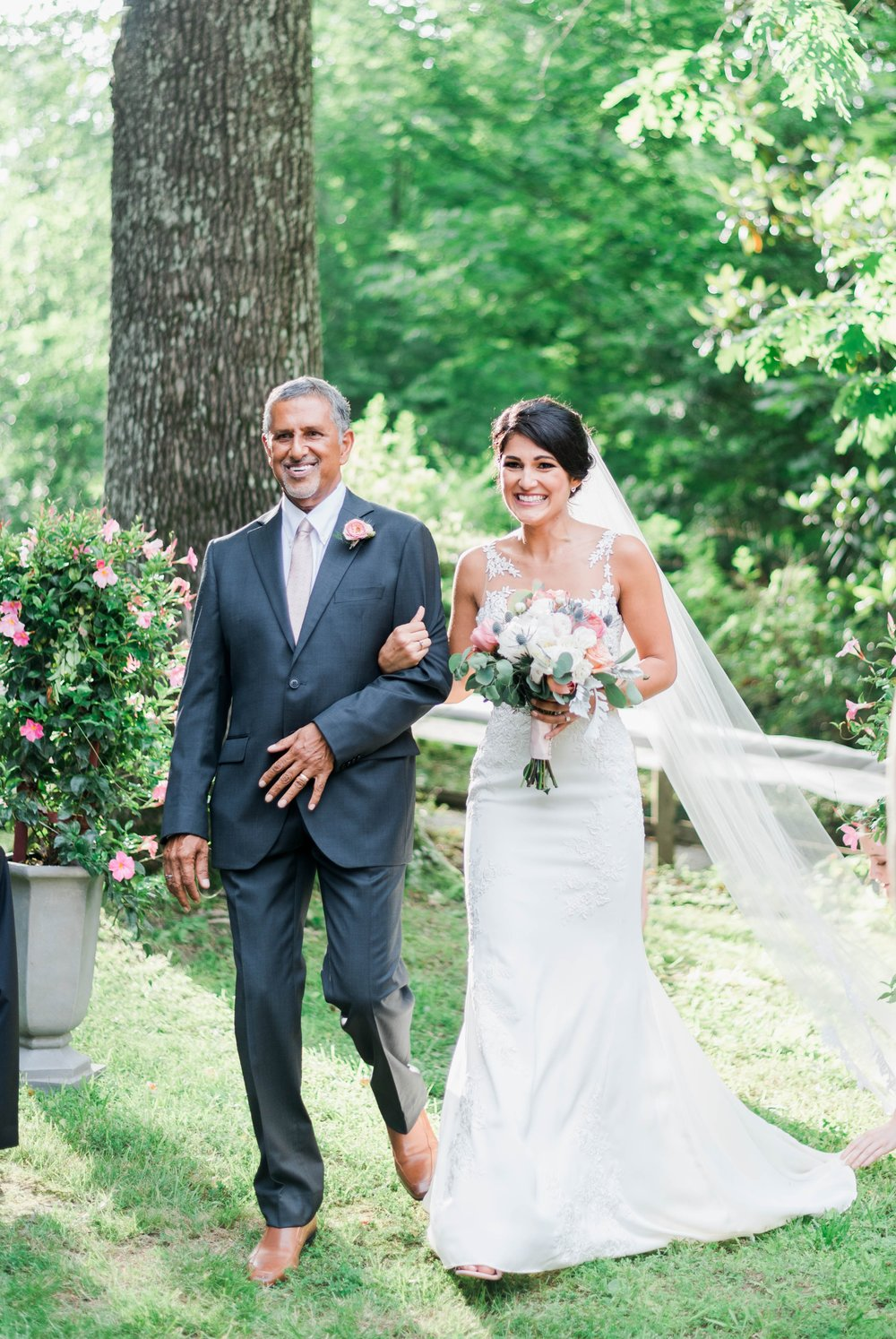 Williamsburgvawedding_backyardwedding_virginiaweddingphotographer_lynchburgweddingphotographer_PaulAliya 9.jpg