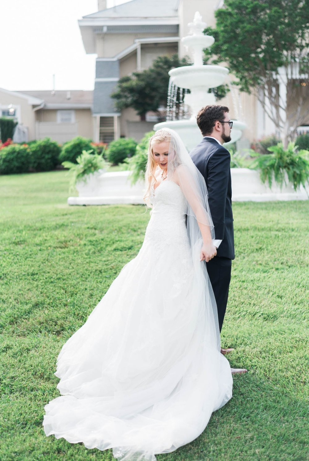 bedfordcolumns_entwinedevents_Lynchburgweddingphotographer_virginiaweddingphotographer_tarahlaunce 22.jpg