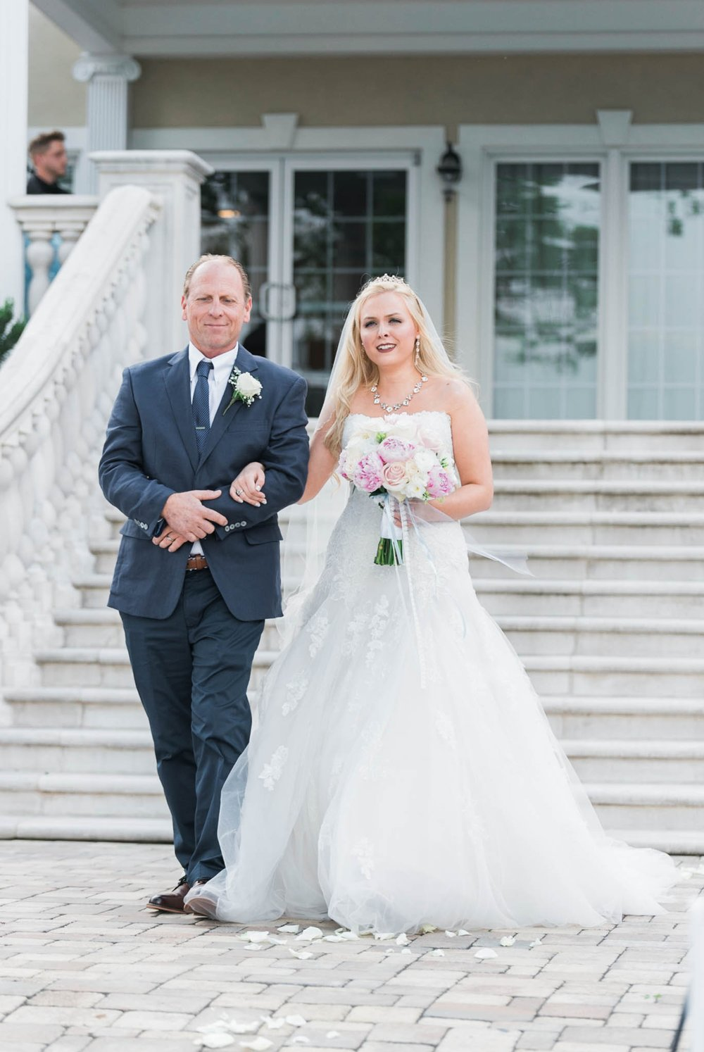 bedfordcolumns_entwinedevents_Lynchburgweddingphotographer_virginiaweddingphotographer_tarahlaunce 36.jpg