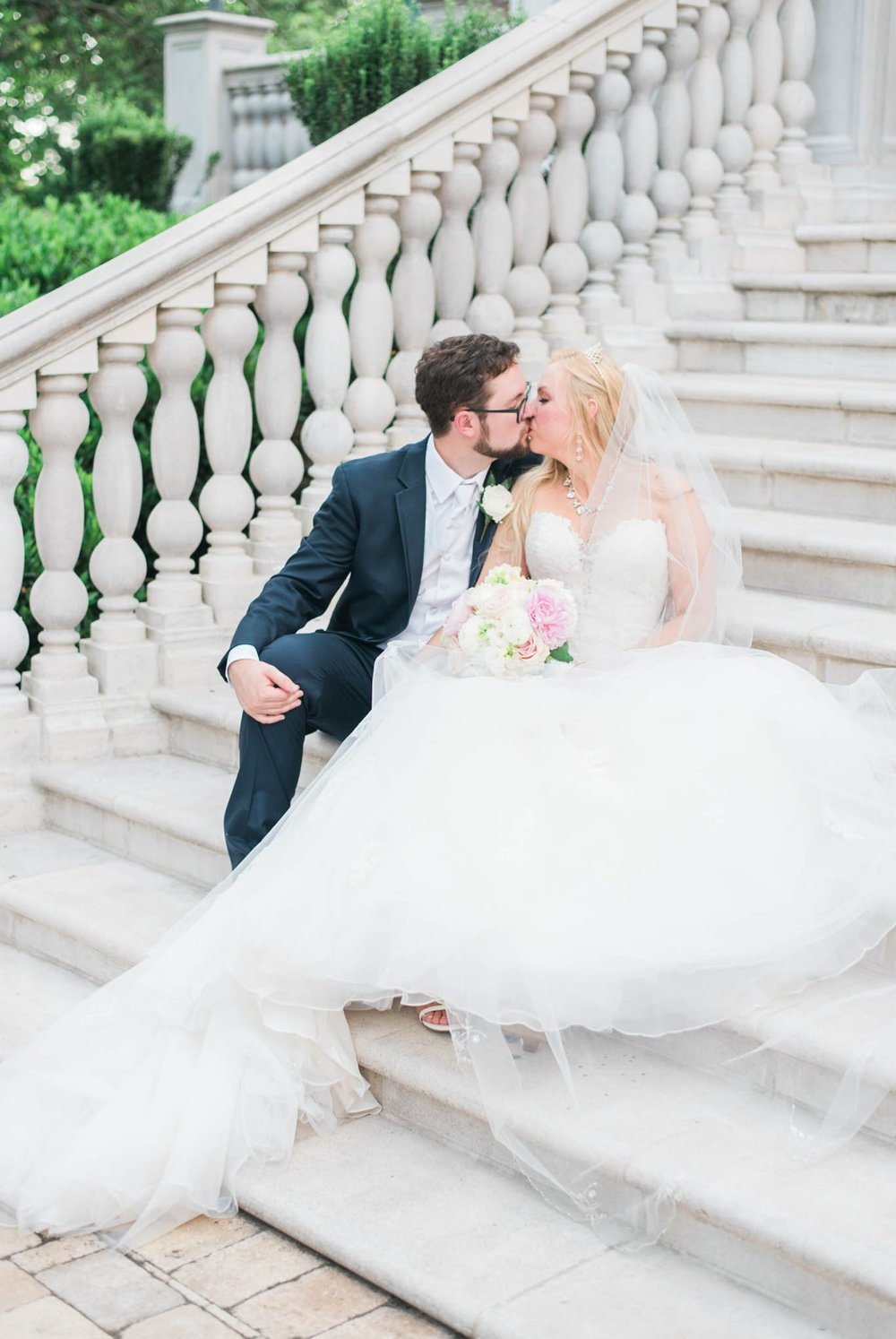 bedfordcolumns_entwinedevents_Lynchburgweddingphotographer_virginiaweddingphotographer_tarahlaunce 11.jpg