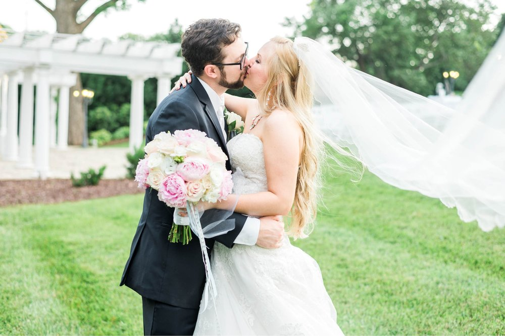bedfordcolumns_entwinedevents_Lynchburgweddingphotographer_virginiaweddingphotographer_tarahlaunce 23.jpg