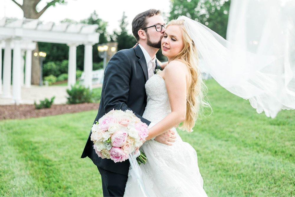 bedfordcolumns_entwinedevents_Lynchburgweddingphotographer_virginiaweddingphotographer_tarahlaunce 25.jpg