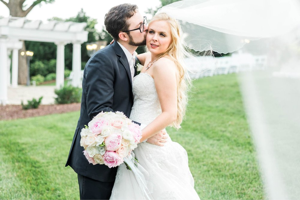bedfordcolumns_entwinedevents_Lynchburgweddingphotographer_virginiaweddingphotographer_tarahlaunce 26.jpg