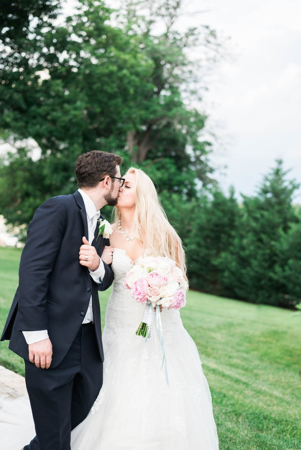 bedfordcolumns_entwinedevents_Lynchburgweddingphotographer_virginiaweddingphotographer_tarahlaunce 31.jpg