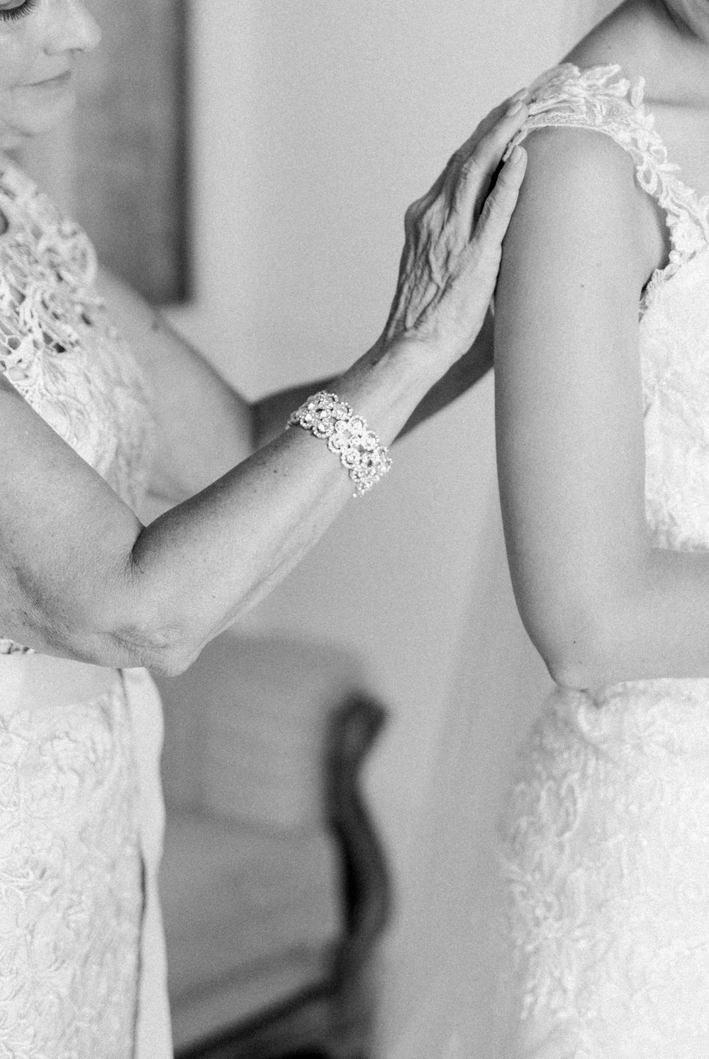 BedfordColumns_EntwinedEvents_Lynchburgwedding_VIrginiaweddingphotographer_ALlisonNIck 9.jpg