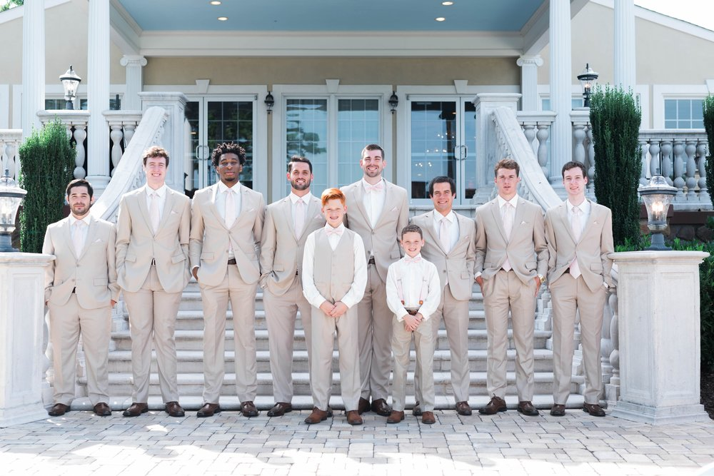 BedfordColumns_EntwinedEvents_Lynchburgwedding_VIrginiaweddingphotographer_ALlisonNIck 33.jpg