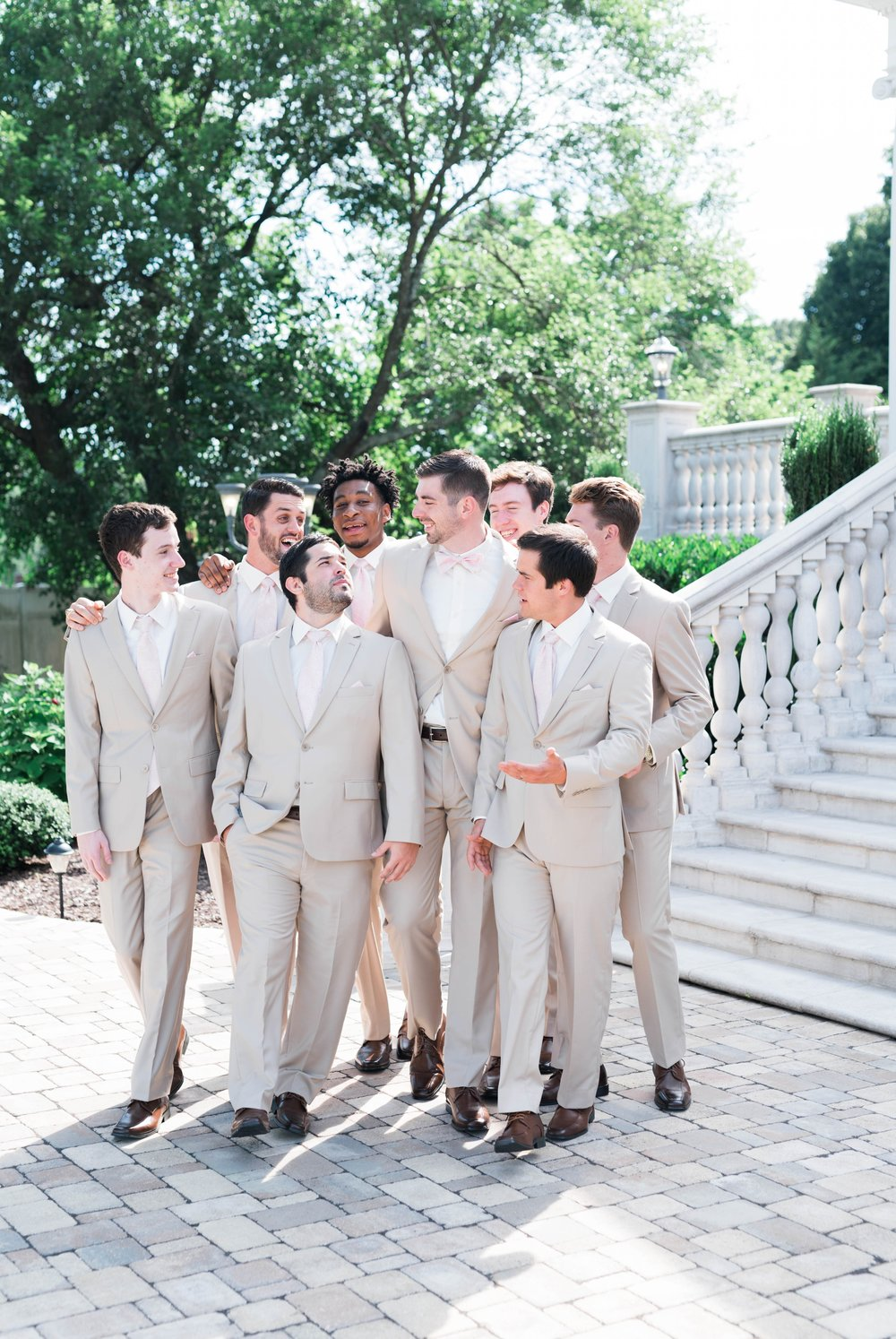BedfordColumns_EntwinedEvents_Lynchburgwedding_VIrginiaweddingphotographer_ALlisonNIck 34.jpg