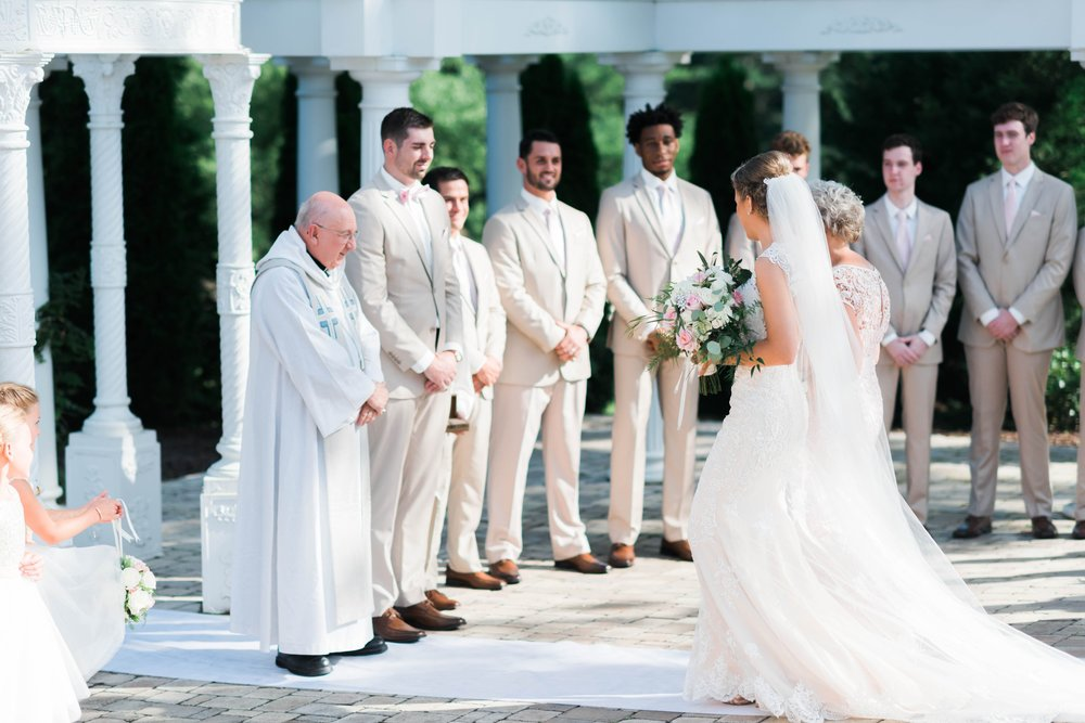 BedfordColumns_EntwinedEvents_Lynchburgwedding_VIrginiaweddingphotographer_ALlisonNIck 39.jpg