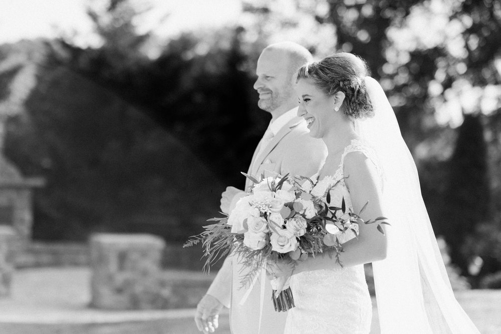BedfordColumns_EntwinedEvents_Lynchburgwedding_VIrginiaweddingphotographer_ALlisonNIck 38.jpg