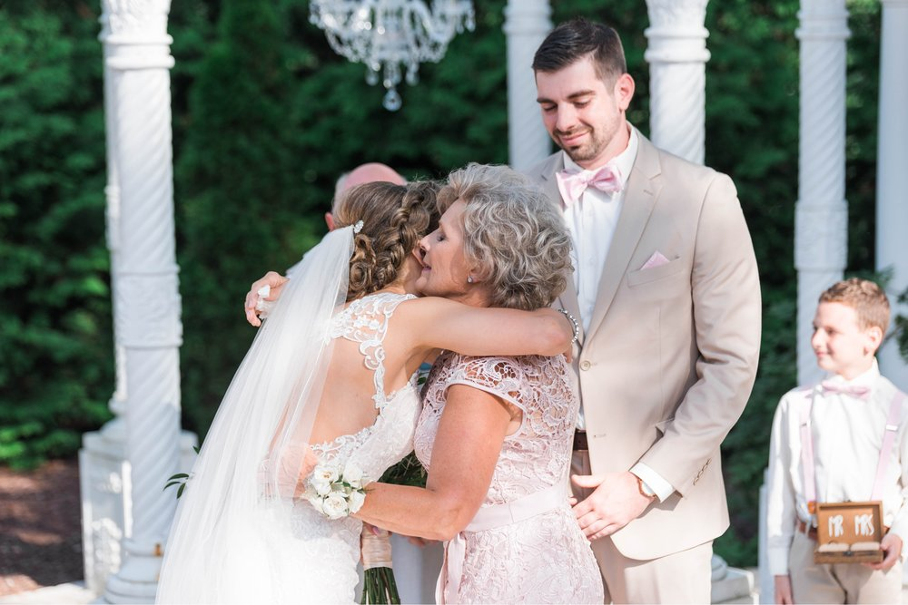 BedfordColumns_EntwinedEvents_Lynchburgwedding_VIrginiaweddingphotographer_ALlisonNIck 40.jpg