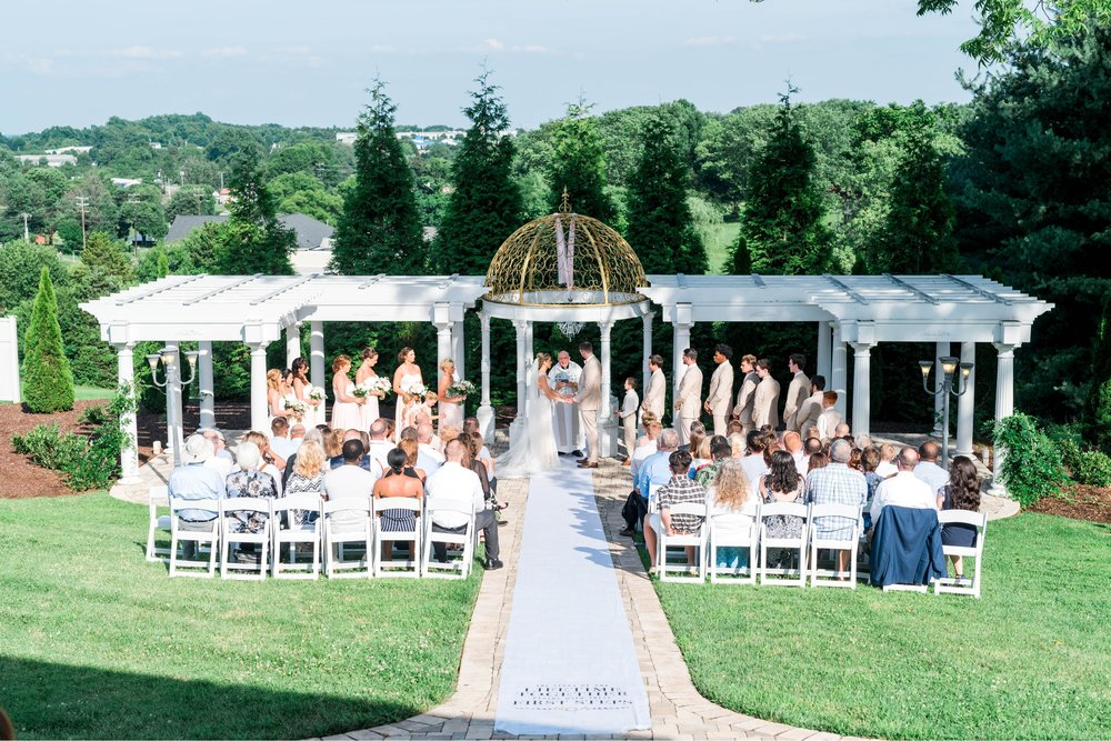 BedfordColumns_EntwinedEvents_Lynchburgwedding_VIrginiaweddingphotographer_ALlisonNIck 44.jpg