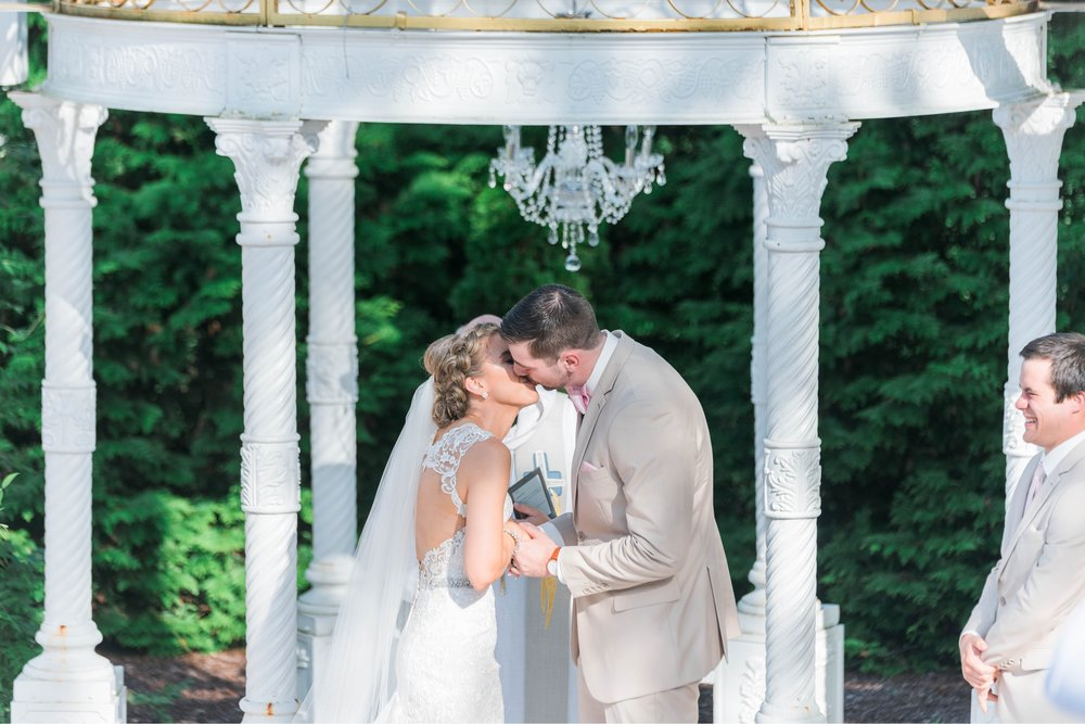 BedfordColumns_EntwinedEvents_Lynchburgwedding_VIrginiaweddingphotographer_ALlisonNIck 49.jpg