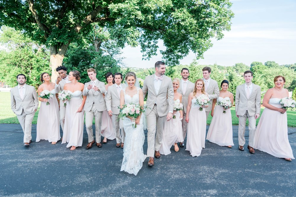 BedfordColumns_EntwinedEvents_Lynchburgwedding_VIrginiaweddingphotographer_ALlisonNIck 4.jpg