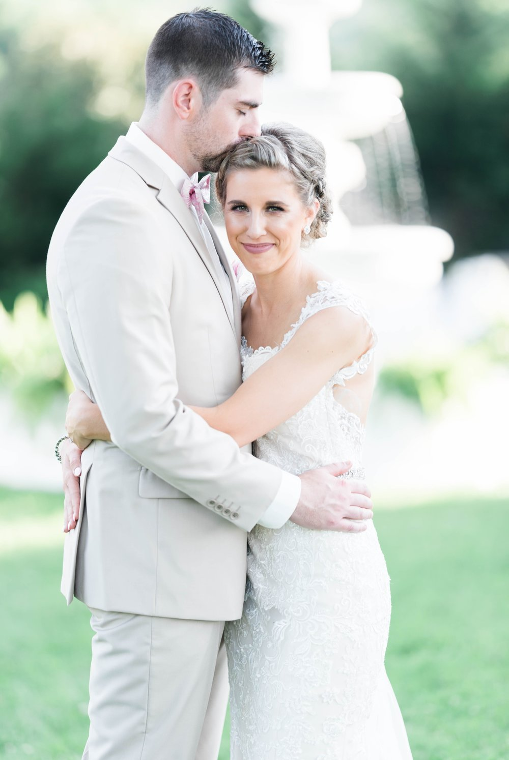 BedfordColumns_EntwinedEvents_Lynchburgwedding_VIrginiaweddingphotographer_ALlisonNIck 11.jpg