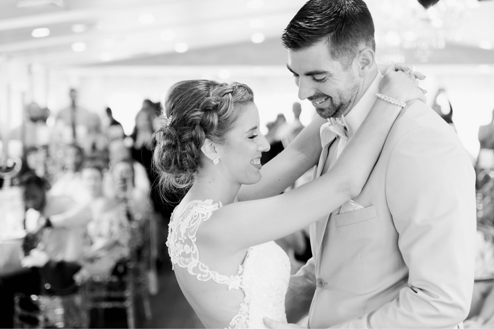 BedfordColumns_EntwinedEvents_Lynchburgwedding_VIrginiaweddingphotographer_ALlisonNIck 13.jpg