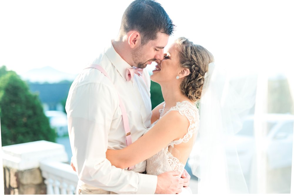 BedfordColumns_EntwinedEvents_Lynchburgwedding_VIrginiaweddingphotographer_ALlisonNIck 15.jpg