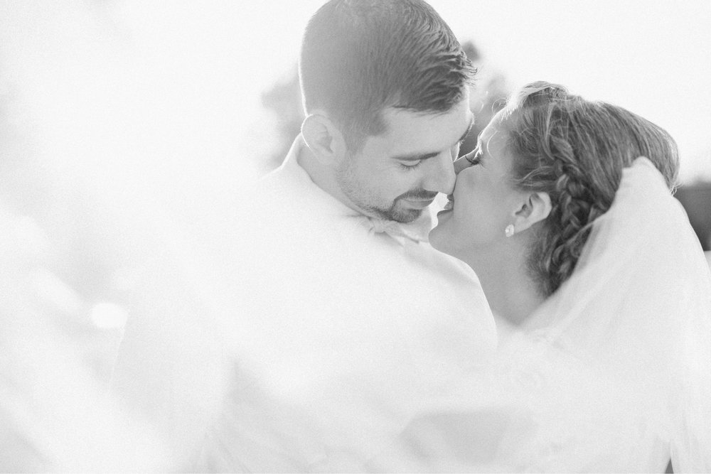 BedfordColumns_EntwinedEvents_Lynchburgwedding_VIrginiaweddingphotographer_ALlisonNIck 17.jpg