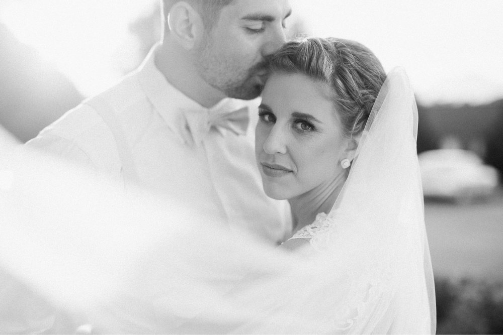 BedfordColumns_EntwinedEvents_Lynchburgwedding_VIrginiaweddingphotographer_ALlisonNIck 19.jpg