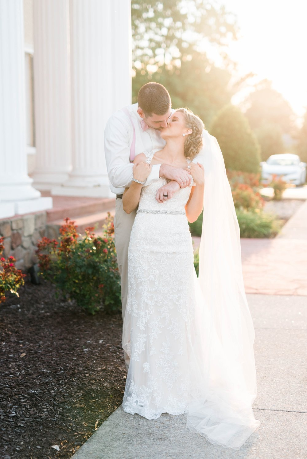 BedfordColumns_EntwinedEvents_Lynchburgwedding_VIrginiaweddingphotographer_ALlisonNIck 20.jpg